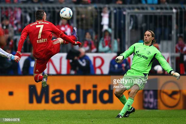 Franck Ribery of Muenchen eludes goalkeeper Timo Hildebrand of Schalke on his way to score his team's first goal during the Bundesliga match between...