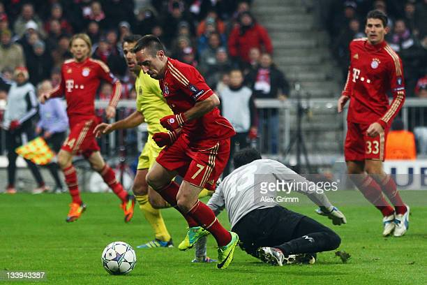Franck Ribery of Muenchen scores his team's third goal during the UEFA Champions League Group A match between FC Bayern Muenchen and Villarreal CF at...