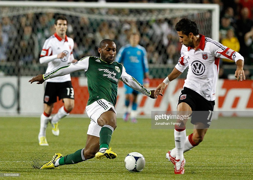 Franck Song'o #8 of the Portland Timbers battles <a gi-track='captionPersonalityLinkClicked' href=/galleries/search?phrase=Marcelo+Saragosa&family=editorial&specificpeople=178311 ng-click='$event.stopPropagation()'>Marcelo Saragosa</a> #11 of DC United on September 29, 2012 at Jeld-Wen Field in Portland, Oregon.