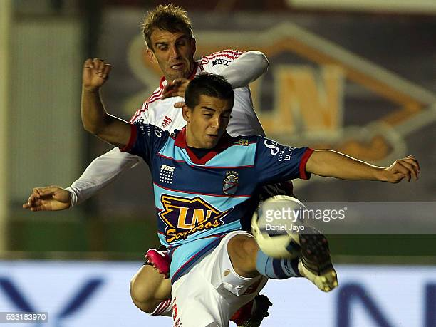 Franco Bellocq of Arsenal FC and Ivan Alonso of River Plate battle for the ball during a match between Arsenal FC and River Plate as part of round 16...