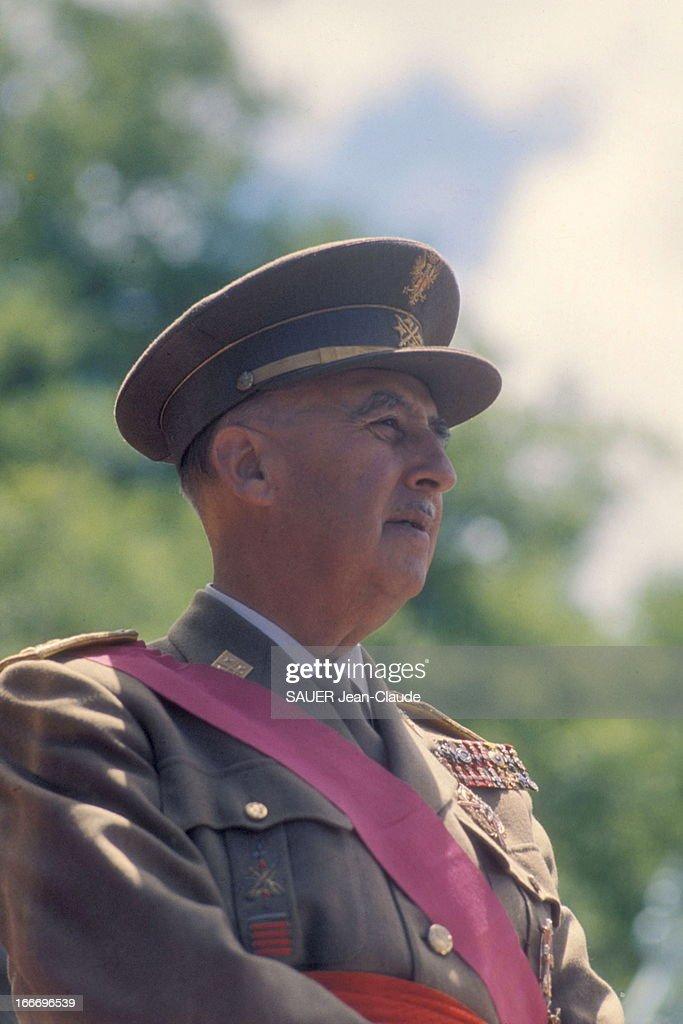 Franco Celebrates The 25Th Anniversary Of The End Of The Civil War Portrait du général Francisco FRANCO en grand uniforme à Madrid le jour de la...