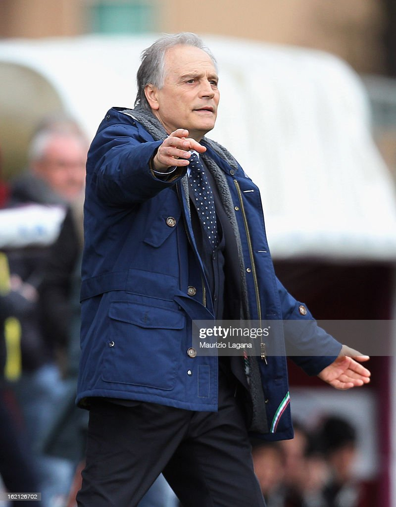 <a gi-track='captionPersonalityLinkClicked' href=/galleries/search?phrase=Franco+Colomba&family=editorial&specificpeople=3452740 ng-click='$event.stopPropagation()'>Franco Colomba</a> head coach of Padova during the Serie B match between Reggina Calcio and Calcio Padova on February 16, 2013 in Reggio Calabria, Italy.