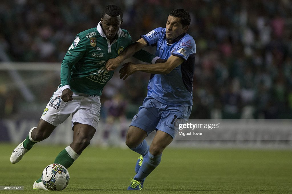 Franco Faustino Arizala of Leon fights for the ball with Walter Flores of Bolivar during a second round match between Leon and Bolivar as part of the Copa Bridgestone Libertadores 2014 at Leon Stadium on April 16, 2014 in Leon, Mexico.