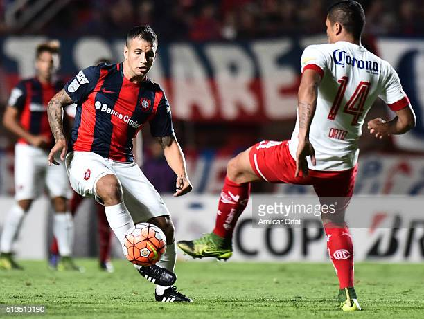 Franco Gabriel Mussis of San Lorenzo controls the ball as Richard Ortiz of Toluca defends during a group stage match between San Lorenzo and Toluca...
