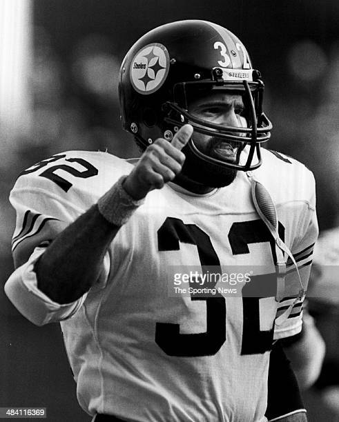 Franco Harris of the Pittsburgh Steelers signals on the field circa 1970s