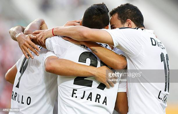 Franco Jara of Estudiantes and teammates celebrate a scored goal during a match between Estudiantes and San Lorenzo as part of Torneo Final 2014 at...