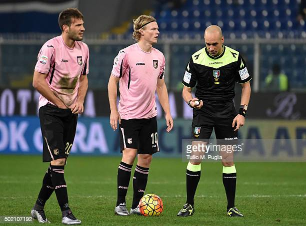 Franco Vazquez and Oscar Hiljemark of Palermo in action during the Serie A match between UC Sampdoria and US Citta di Palermo at Stadio Luigi...