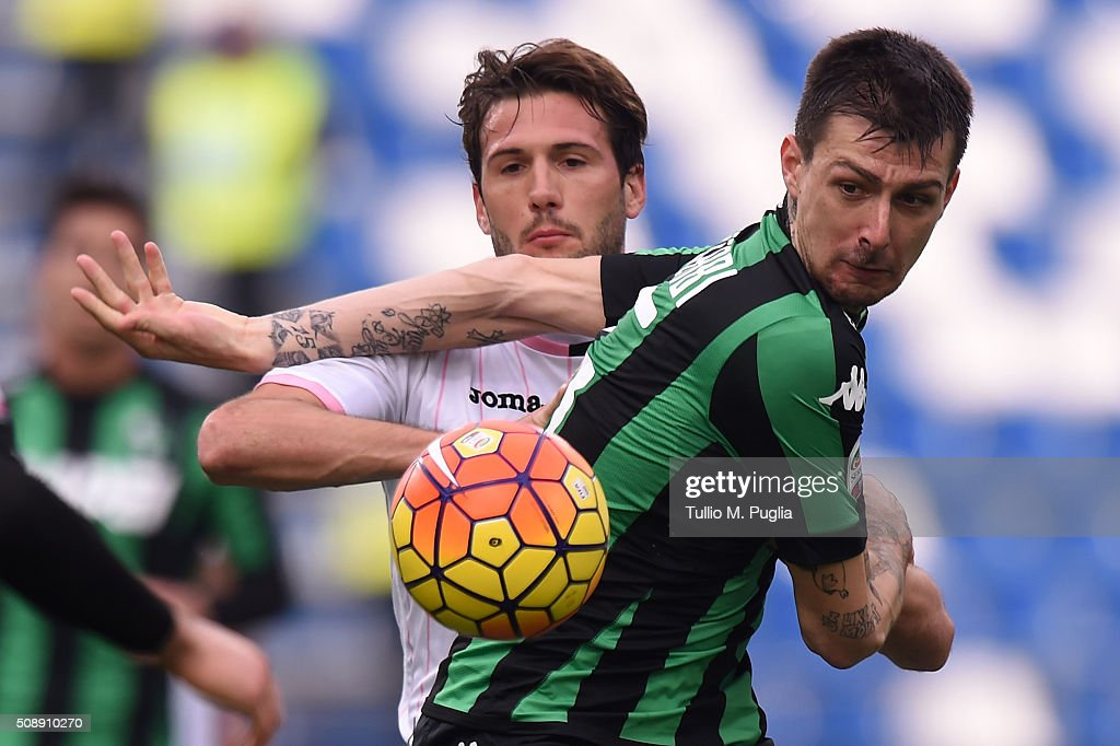 Franco vazquez (L) of Palermo and <a gi-track='captionPersonalityLinkClicked' href=/galleries/search?phrase=Francesco+Acerbi&family=editorial&specificpeople=7122747 ng-click='$event.stopPropagation()'>Francesco Acerbi</a> of Sassuolo compete for the ball during the Serie A match between US Sassuolo Calcio and US Citta di Palermo at Mapei Stadium - Città del Tricolore on February 7, 2016 in Reggio nell'Emilia, Italy.
