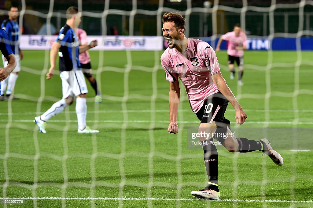 Franco Vazquez of Palermo celebrates after scoring a penalty during the Serie A match between US Citta di Palermo and Atalanta BC at Stadio Renzo...