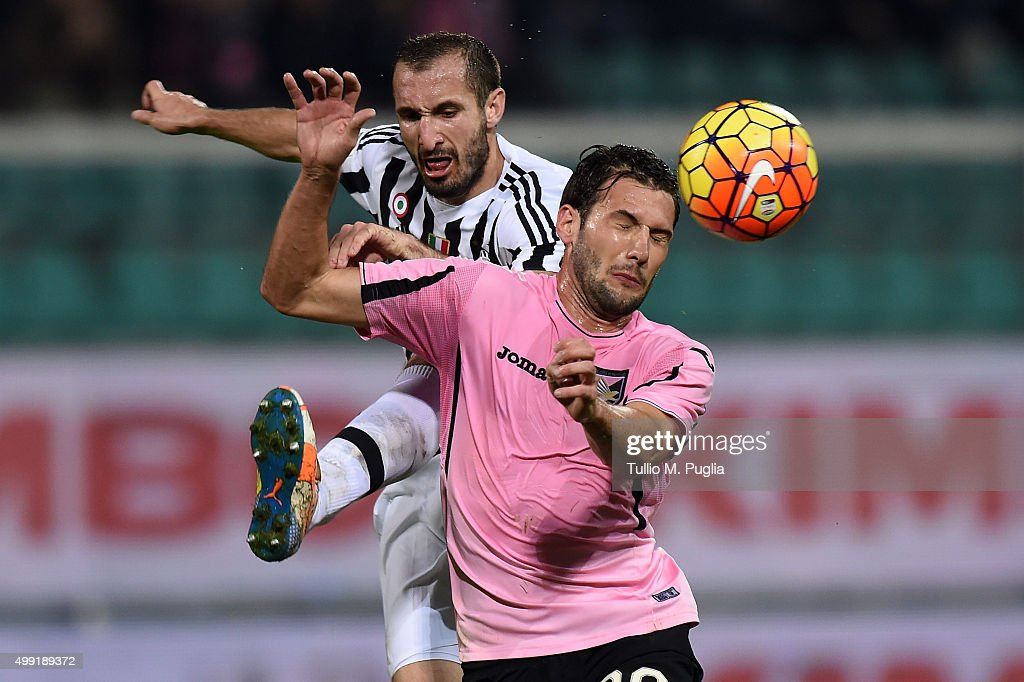Franco Vazquez (R) of Palermo is challenged by <a gi-track='captionPersonalityLinkClicked' href=/galleries/search?phrase=Giorgio+Chiellini&family=editorial&specificpeople=605793 ng-click='$event.stopPropagation()'>Giorgio Chiellini</a> of Juventus during the Serie A match between US Citta di Palermo and Juventus FC at Stadio Renzo Barbera on November 29, 2015 in Palermo, Italy.