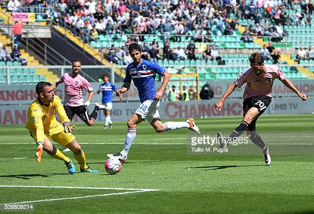 Franco Vazquez of Palermo scores the opening goal during the Serie A match between US Citta di Palermo and UC Sampdoria at Stadio Renzo Barbera on...