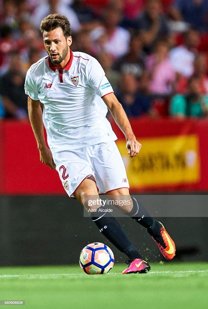 Franco Vazquez of Sevilla FC in action during the match between Sevilla FC vs RCD Espanyol as part of La Liga at Estadio Ramon Sanchez Pizjuan on August 20, 2016 in Seville, Spain.