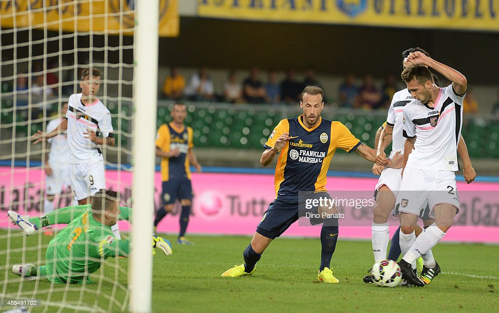 Franco Vazquez (R) of US Citta di Palermo scores his opening goal during the Serie A match between Hellas Verona FC and US Citta di Palermo on September15, 2014 in Verona, Italy.