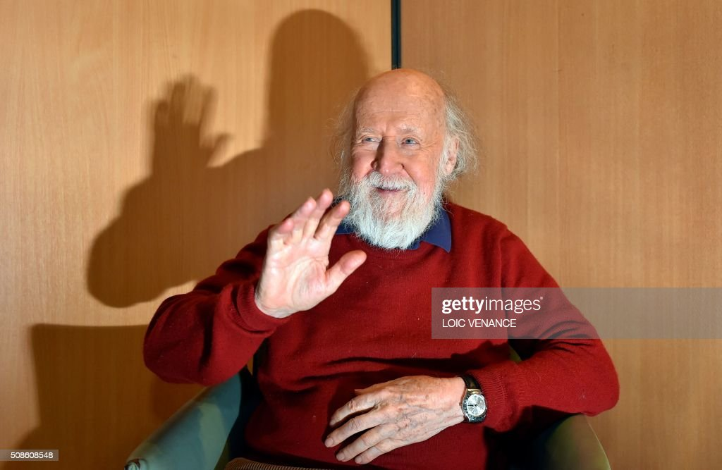 Franco-Canadian Astrophysicist Hubert Reeves poses prior to performing 'Cosmophonies' with Ensemble Calliopee during the 'Folle Journee de Nantes' classical music festival in Nantes, western France, on February 5, 2016. / AFP / LOIC VENANCE