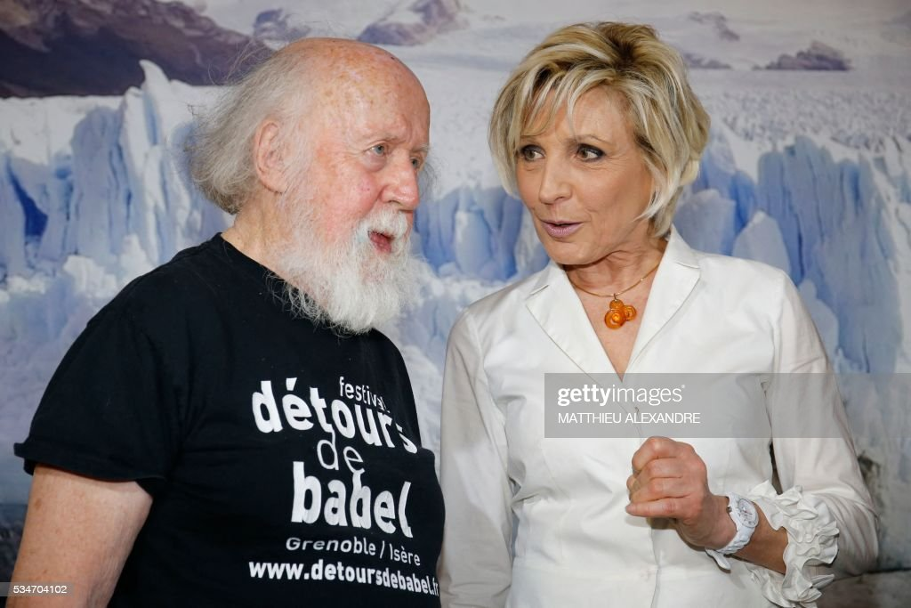 Franco-Canadian Astrophysicist Hubert Reeves (L) speaks with French TV presenter Evelyne Dheliat Evelyne Dheliat, during the 13th International Meteo and Climate Forum on May 27, 2016 in Paris. / AFP / MATTHIEU