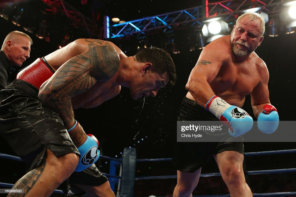 <a gi-track='captionPersonalityLinkClicked' href=/galleries/search?phrase=Francois+Botha&family=editorial&specificpeople=220516 ng-click='$event.stopPropagation()'>Francois Botha</a> punches <a gi-track='captionPersonalityLinkClicked' href=/galleries/search?phrase=Sonny+Bill+Williams&family=editorial&specificpeople=204424 ng-click='$event.stopPropagation()'>Sonny Bill Williams</a> during their heavyweight bout at the Brisbane Entertainment Centre on February 8, 2013 in Brisbane, Australia.