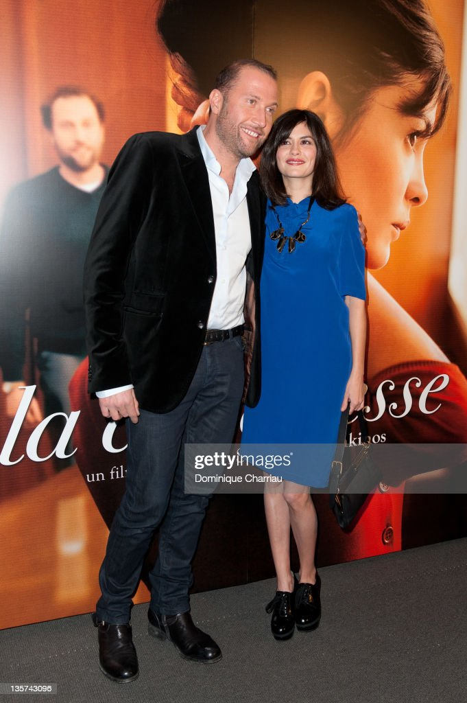 Francois Damiens (L) and <a gi-track='captionPersonalityLinkClicked' href=/galleries/search?phrase=Audrey+Tautou&family=editorial&specificpeople=212727 ng-click='$event.stopPropagation()'>Audrey Tautou</a> (R) attend 'La Delicatesse' Paris Premiere at UGC Normandie on December 13, 2011 in Paris, France.