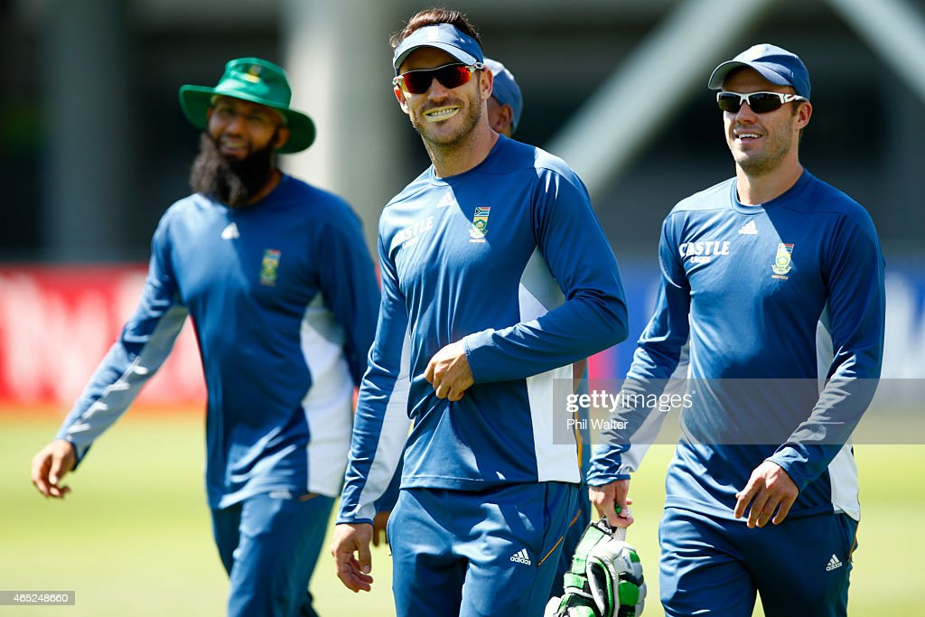 Francois Du Plessis arrives for a South Africa nets session at Eden Park on March 5, 2015 in Auckland, New Zealand.