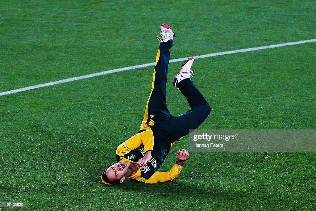 <a gi-track='captionPersonalityLinkClicked' href=/galleries/search?phrase=Francois+du+Plessis&family=editorial&specificpeople=5411977 ng-click='$event.stopPropagation()'>Francois du Plessis</a> of South Africa celebrates after making a catch to dismiss Corey Anderson of New Zealand during the 2015 Cricket World Cup Semi Final match between New Zealand and South Africa at Eden Park on March 24, 2015 in Auckland, New Zealand.
