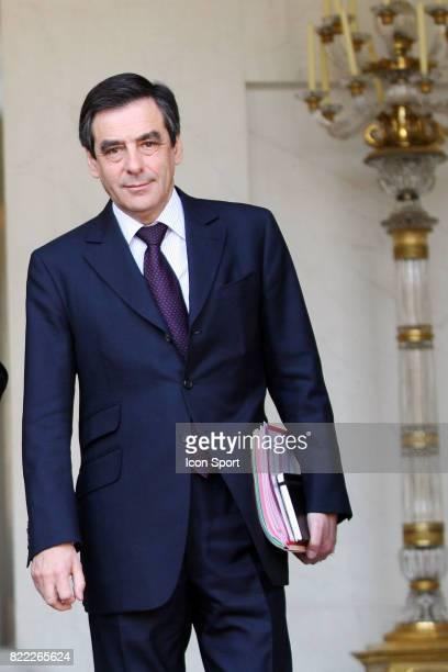 Francois FILLON 1er Ministre Sortie du Conseil des Ministres l'Elysee Paris