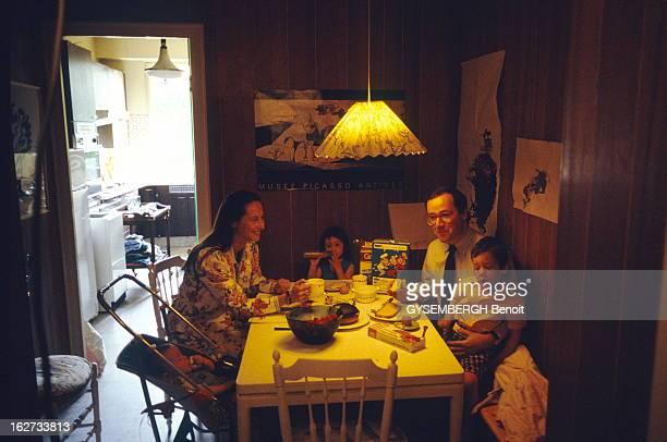 Francois Hollande And Segolene Royal Repas en famille chez Ségolène ROYAL et son compagnon François HOLLANDE avec leurs trois enfants Thomas Clémence...
