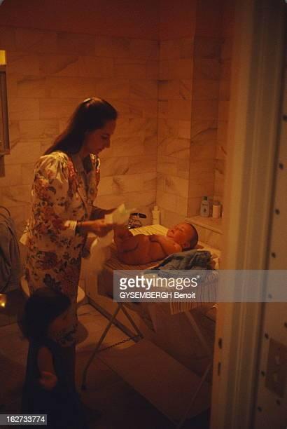 Francois Hollande And Segolene Royal Ségolène ROYAL changeant son fils Julien chez elle à Neuilly