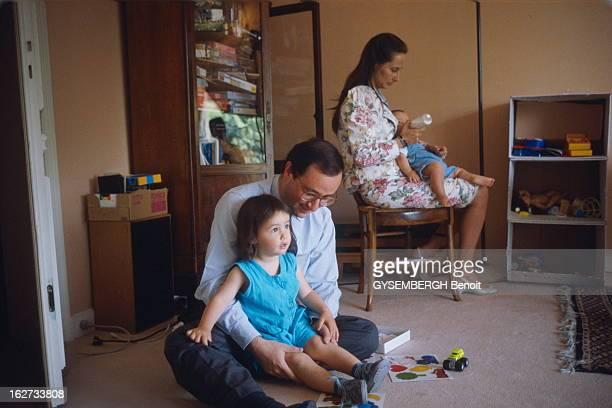 Francois Hollande And Segolene Royal Ségolène ROYAL et son compagnon François HOLLANDE avec leur enfants Clémence et Julien au biberon