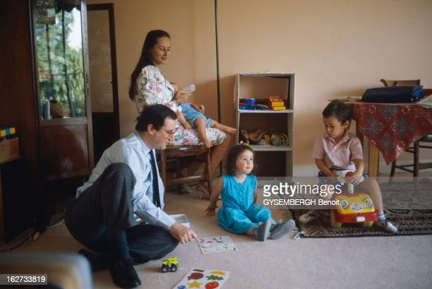 Francois Hollande And Segolene Royal Ségolène ROYAL et son compagnon François HOLLANDE avec leur enfants Clémence Thomas et Julien au biberon Le...