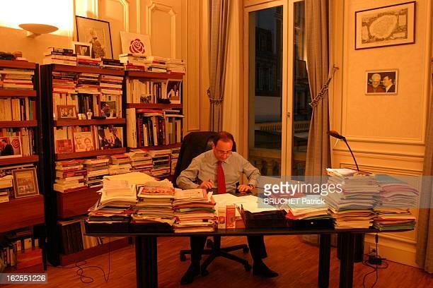 Francois Hollande The Evening Night Of The Defeat Of Yes For The Constitution EXCLUSIFFrançois HOLLANDE recoit notre photographe dans son bureau de...