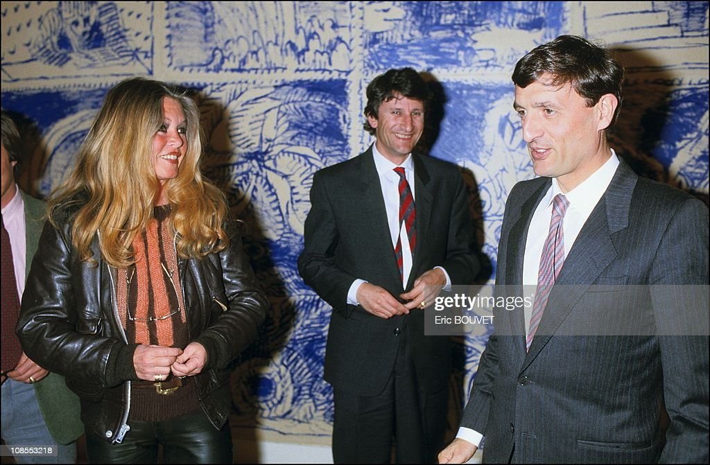 Francois Leotard receives Brigitte Bardot at ministry of culture in Paris, France on April 11th, 1986