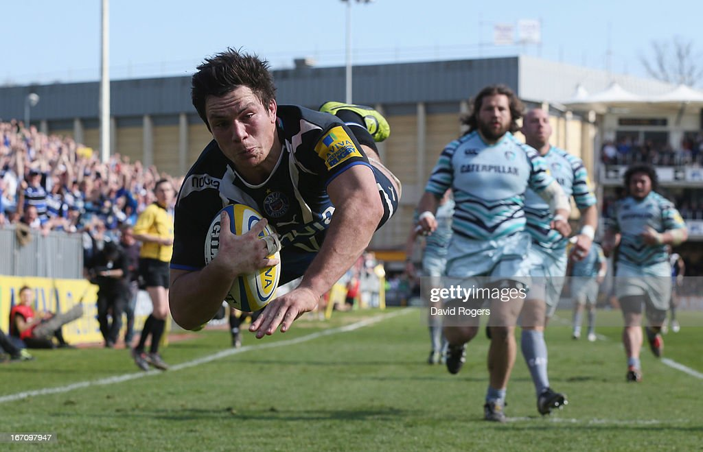 <a gi-track='captionPersonalityLinkClicked' href=/galleries/search?phrase=Francois+Louw&family=editorial&specificpeople=4389467 ng-click='$event.stopPropagation()'>Francois Louw</a> of Bath dives to score the late match winning try during the Aviva Premiership match between Bath and Leicester Tigers at the Recreation Ground on April 20, 2013 in Bath, England.