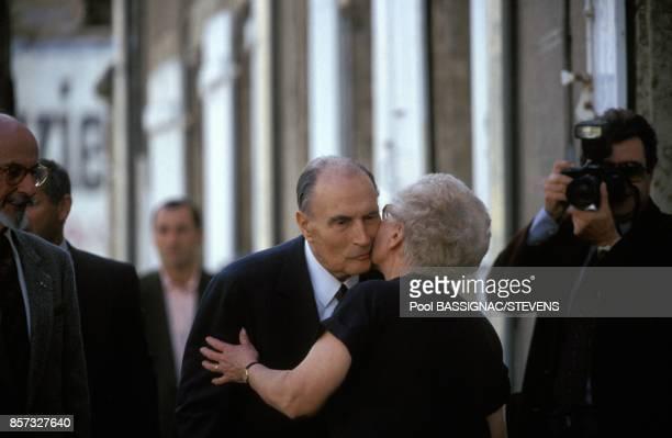 Francois Mitterrand arrive dans la petie cite du Morvan pour voter au referendum sur le traite de Maastricht le 20 septembre 1992 a ChateauChinon...