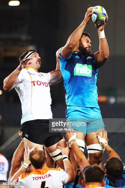 Francois Uns of the Cheetahs competes with Patrick Tuipulotu of the Blues during the round 12 Super Rugby match between the Blues and the Cheetahs at...