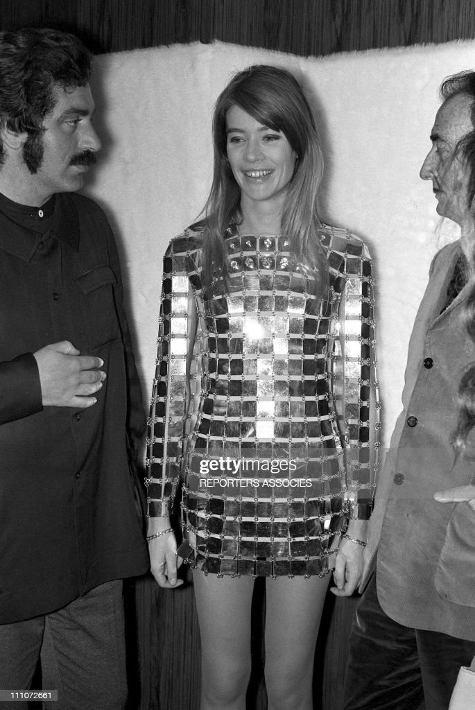 <a gi-track='captionPersonalityLinkClicked' href=/galleries/search?phrase=Francoise+Hardy&family=editorial&specificpeople=941715 ng-click='$event.stopPropagation()'>Francoise Hardy</a> and <a gi-track='captionPersonalityLinkClicked' href=/galleries/search?phrase=Salvador+Dali&family=editorial&specificpeople=94477 ng-click='$event.stopPropagation()'>Salvador Dali</a> in Paco Rabanne In France On May 19, 1968.