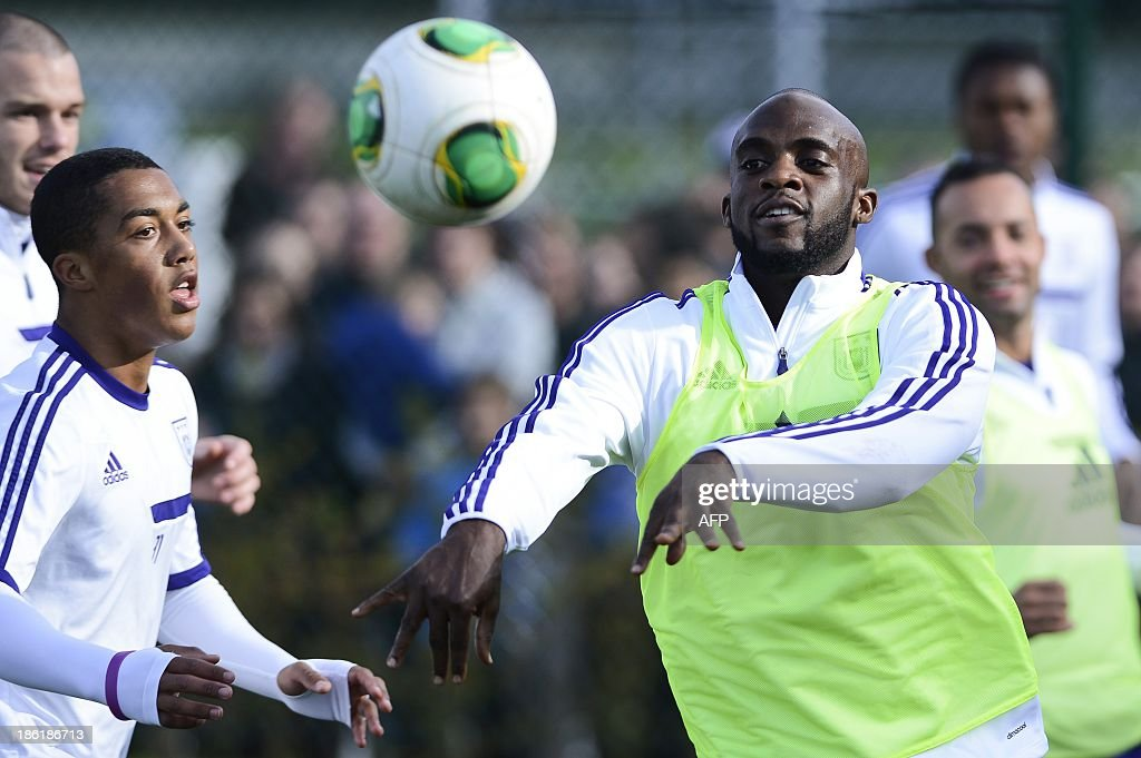 Franco-Malian footballer Mohamed Sissoko (R) throws the ball during an open training session of Belgian First Division football team RSC Anderlecht on October 29, 2013, in Brussels. Sissoko is training with Anderlecht for the first time to decide if he wants to join the club.