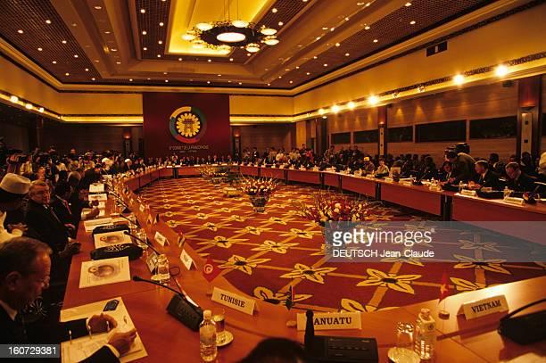 Francophonie Summit In Hanoi Au Vietnam à Hanoï des chefs d'états de pays francophones réunis autour d'une table circulaire dans une salle officielle...