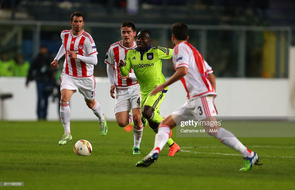 Frank Acheampong of Anderlecht runs through the Olympiacos midfield during the UEFA Europa League match between Anderlecht and Olympiakos FC at...