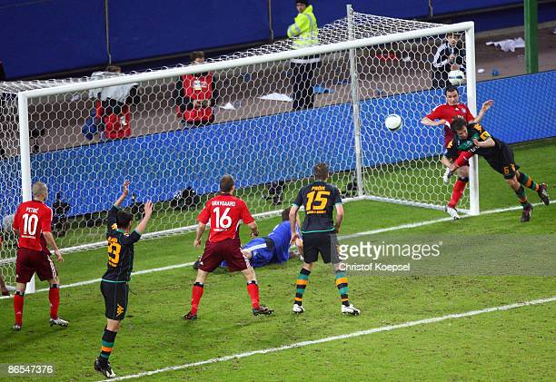 Frank Baumann of Bremen scores his team's third goal during the UEFA Cup Semi Final second leg match between Hamburger SV and SV Werder Bremen at the...