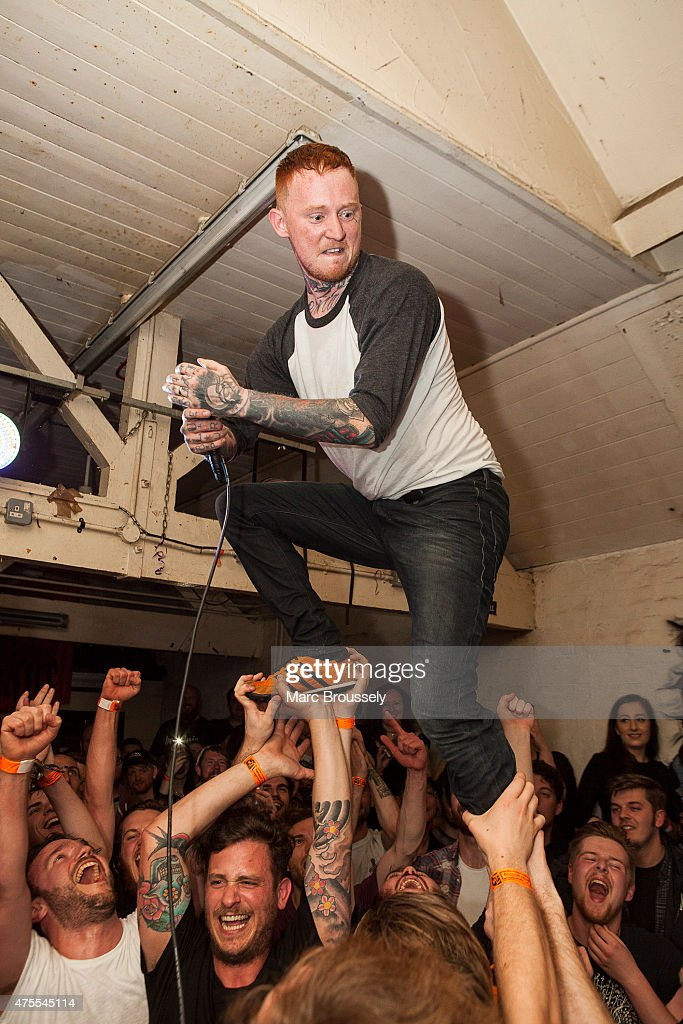 "Frank Carter & The Rattlesnakes. [""End of suffering""] (2019) Frank-carter-of-frank-carter-and-the-rattlesnakes-performs-at-the-picture-id475545114"