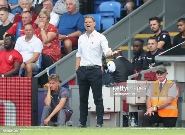 Frank de Boer Manager of Crystal Palace gives his team instructions during the Premier League match between Crystal Palace and Swansea City at...