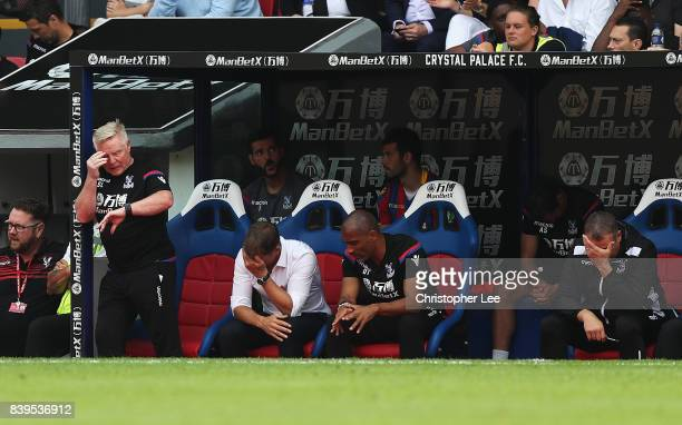 Frank de Boer Manager of Crystal Palace looks dejected after the Premier League match between Crystal Palace and Swansea City at Selhurst Park on...