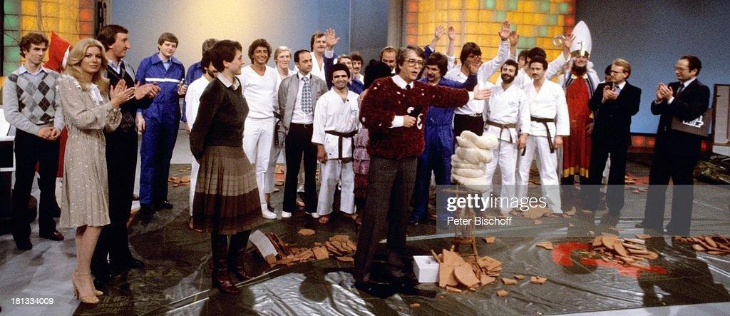 Frank Elstner alle Gäste der Show ZDFShow 'Wetten daß ' Hagen Deutschland Pullover Brille KarateKämpfer Sport Sportler Entertainer Applaus...