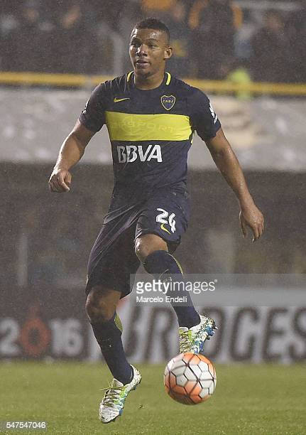 Frank Fabra of Boca Juniors controls the ball during a second leg match between Boca Juniors and Independiente del Valle as part of semifinals of...