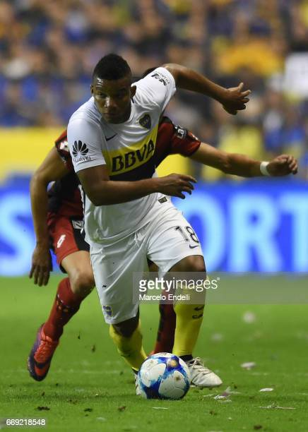 Frank Fabra of Boca Juniors drives the ball during a match between Boca Juniors and Patronato as part of Torneo Primera Division 2016/17 at Alberto J...