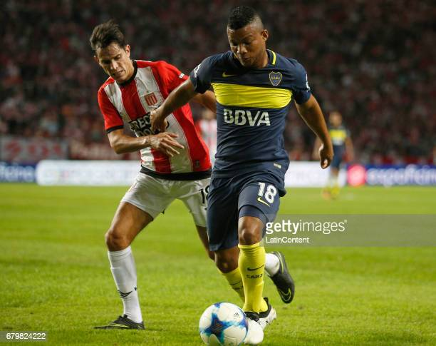 Frank Fabra of Boca Juniors fights for the ball with Augusto Solari of Estudiantes de La Plata during a match between Estudiantes and Boca Juniors as...