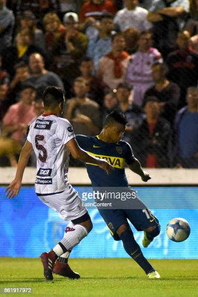 Frank Fabra of Boca Juniors fights for the ball with Marcelo Guzman of Patronato during a match between Patronato and Boca Juniors as part of...