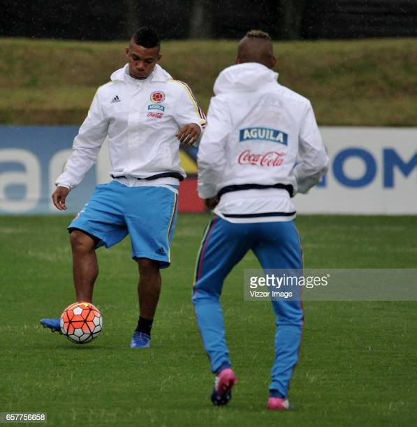 Frank Fabra of Colombia passes the ball during a training session at Headquarters of the Colombian Football Federation on March 25 2017 in Bogota...