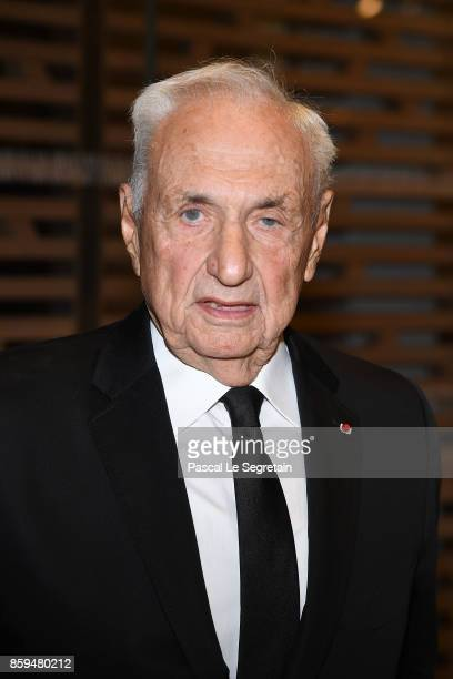 Frank Gehry attends'Etre Moderne Le MoMA A Paris' Exhibition at Fondation Louis Vuitton on October 9 2017 in Paris France