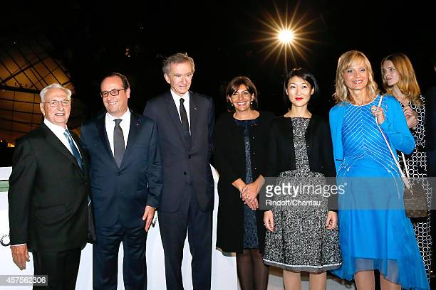 Frank Gehry Francois Hollande Bernard Arnault Anne Hidalgo Fleur Pellerin and Helene Arnault attend the Foundation Louis Vuitton Opening at...