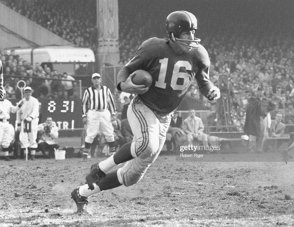 <a gi-track='captionPersonalityLinkClicked' href=/galleries/search?phrase=Frank+Gifford&family=editorial&specificpeople=214258 ng-click='$event.stopPropagation()'>Frank Gifford</a> #16 of the New York Giants carries the ball during a circa 1950s game at Yankee Stadium in the Bronx, New York.